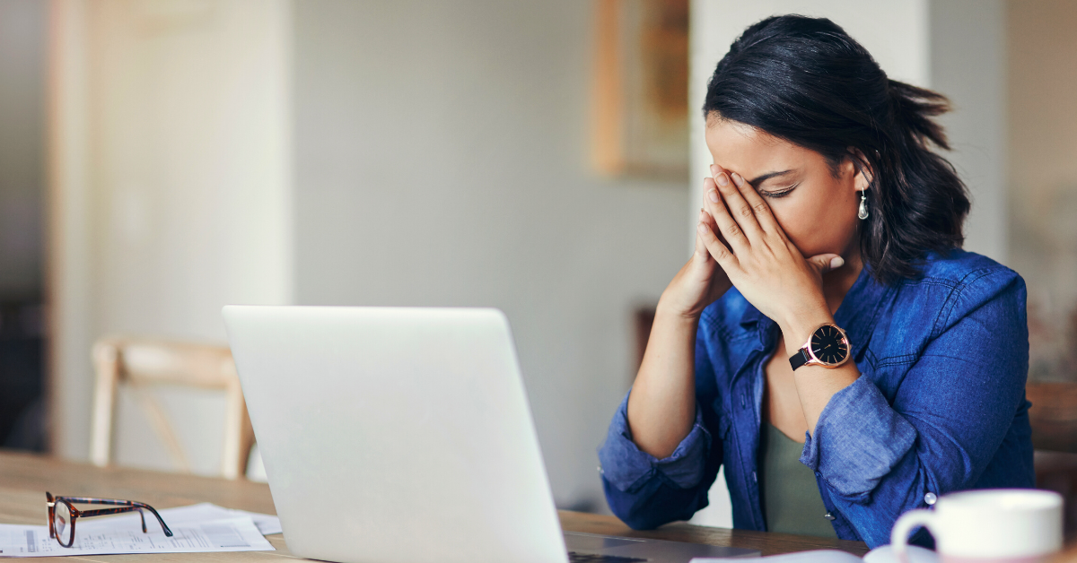 3 Virtual Event Mistakes to Avoid: Disappointed woman looking at computer screen